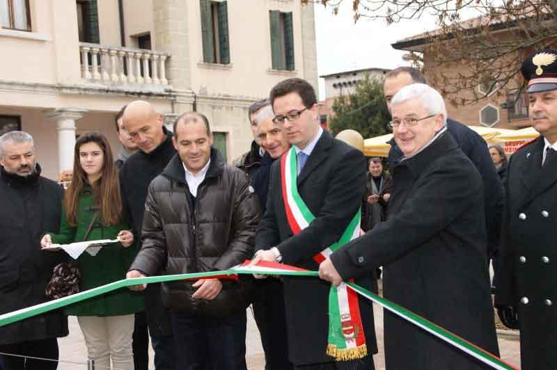 Inaugurazione monumento 10/12/2011